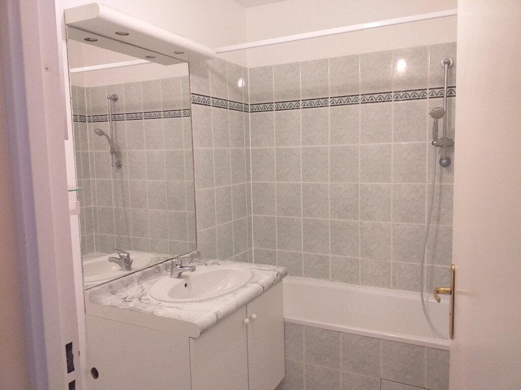 Appartement à louer 3 60.37m2 à Bussy-Saint-Georges vignette-3