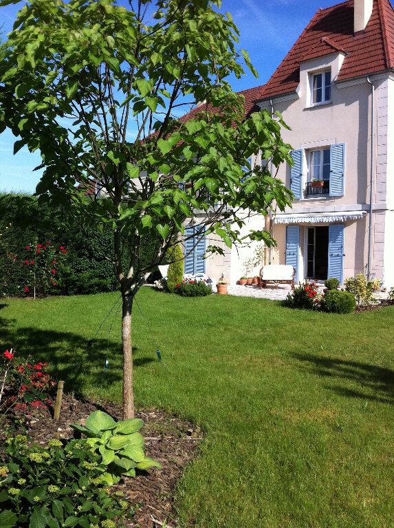 Maison à louer 6 140.79m2 à Bussy-Saint-Georges vignette-1