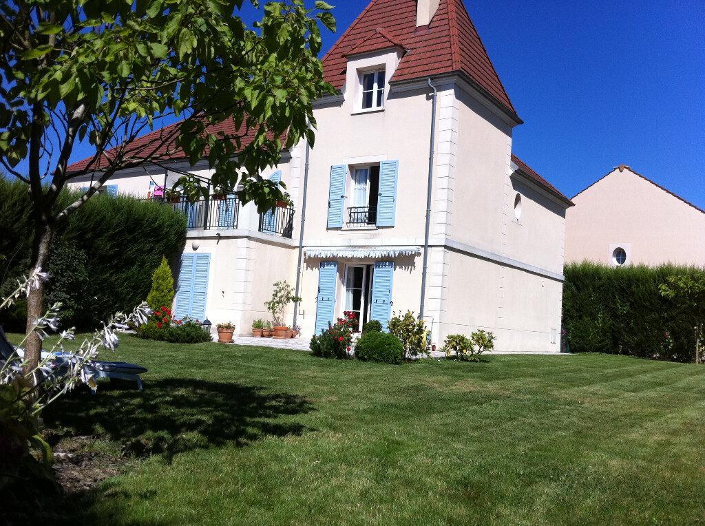 Maison à louer 6 140.79m2 à Bussy-Saint-Georges vignette-2