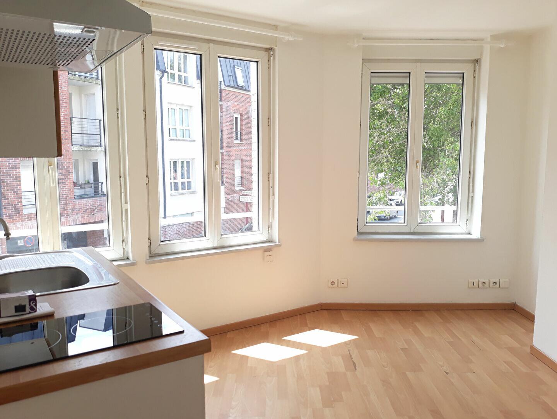 Appartement à louer 2 32m2 à Hazebrouck vignette-2