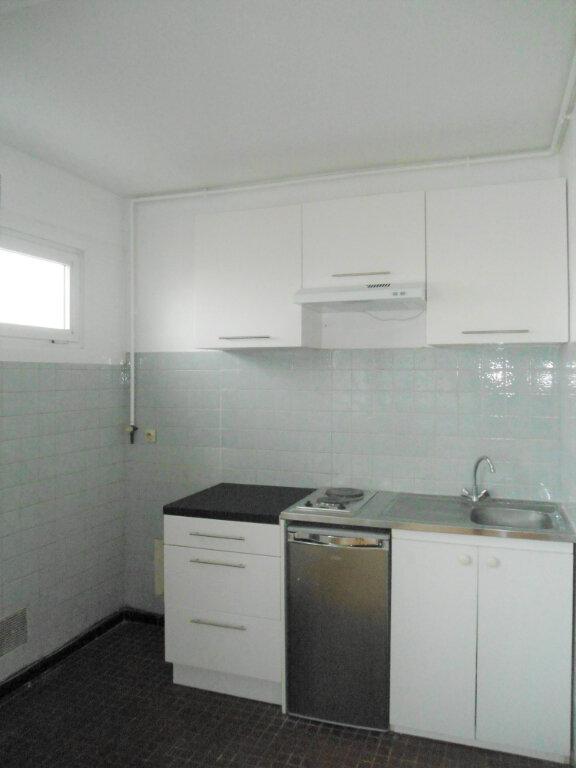 Appartement à louer 1 33m2 à La Madeleine vignette-2
