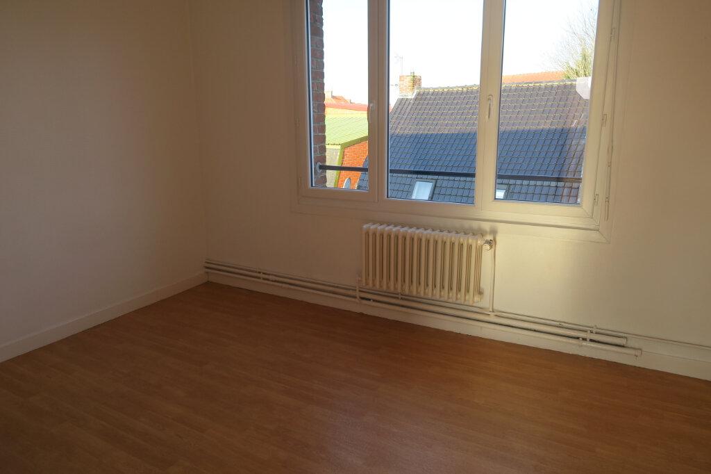Appartement à louer 3 57m2 à Hazebrouck vignette-3