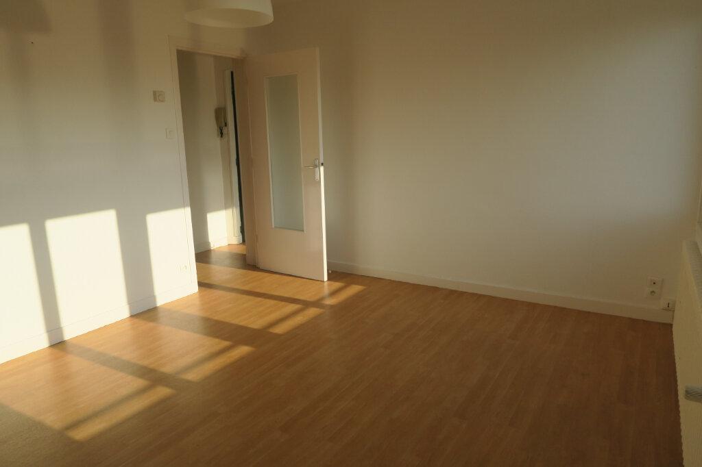 Appartement à louer 3 57m2 à Hazebrouck vignette-7