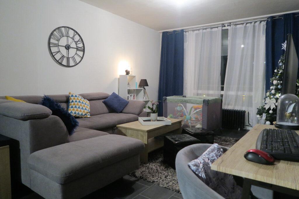 Appartement à louer 3 60m2 à Lys-lez-Lannoy vignette-1