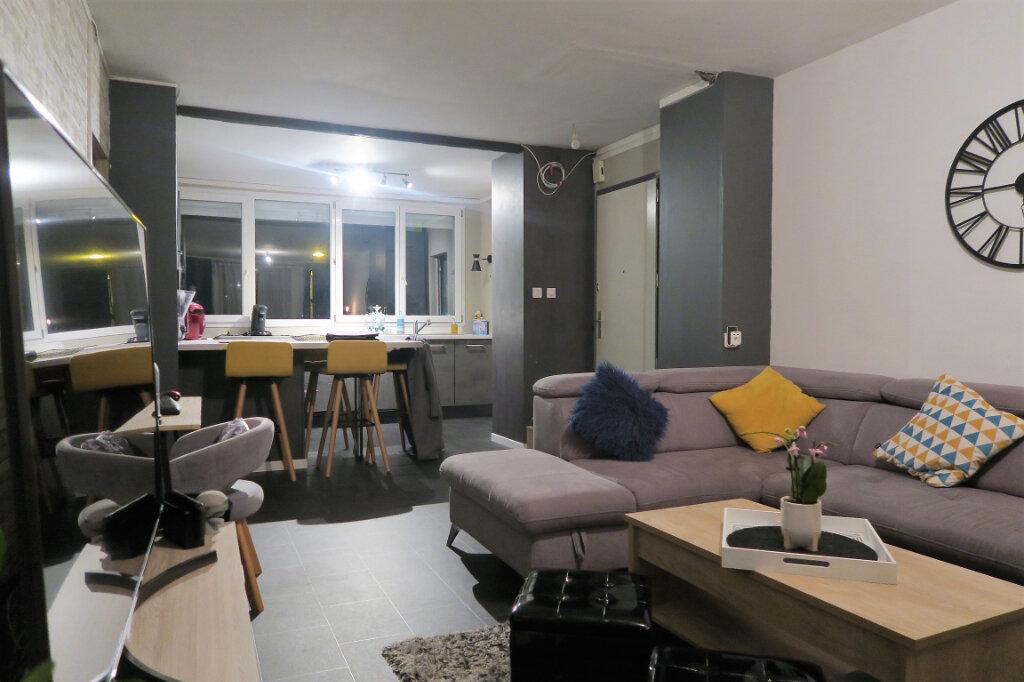 Appartement à louer 3 60m2 à Lys-lez-Lannoy vignette-2