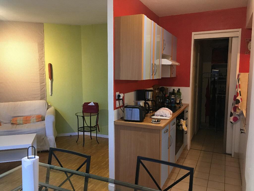 Appartement à louer 2 45.6m2 à Lyon 3 vignette-2