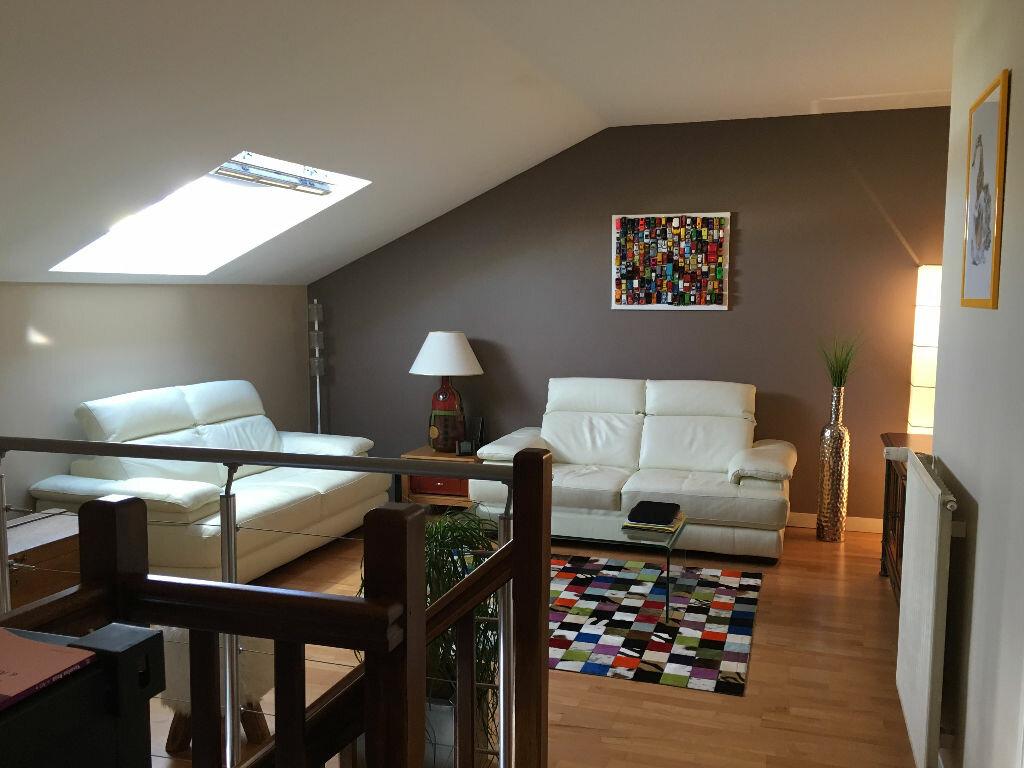 Appartement à louer 2 76.06m2 à Lyon 3 vignette-1