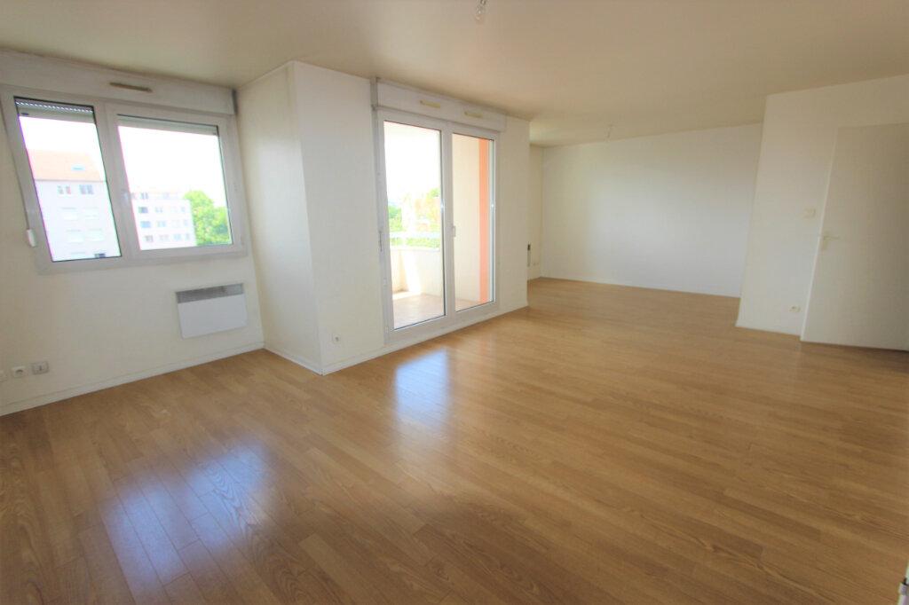Appartement à vendre 4 84.11m2 à Villeurbanne vignette-2