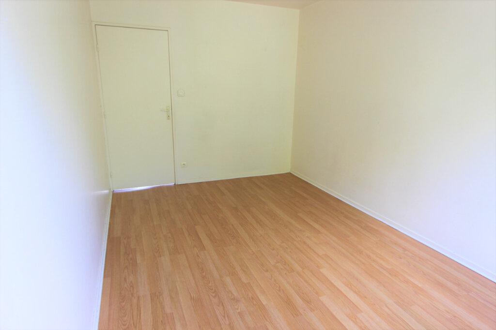 Appartement à vendre 4 84.11m2 à Villeurbanne vignette-4