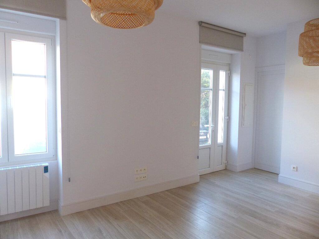 Appartement à louer 3 56.58m2 à Biarritz vignette-2