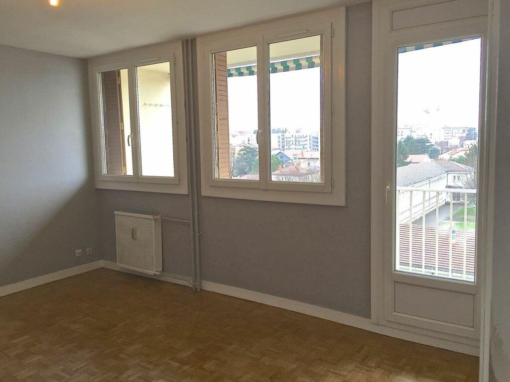 Appartement à louer 3 65m2 à Bron vignette-1