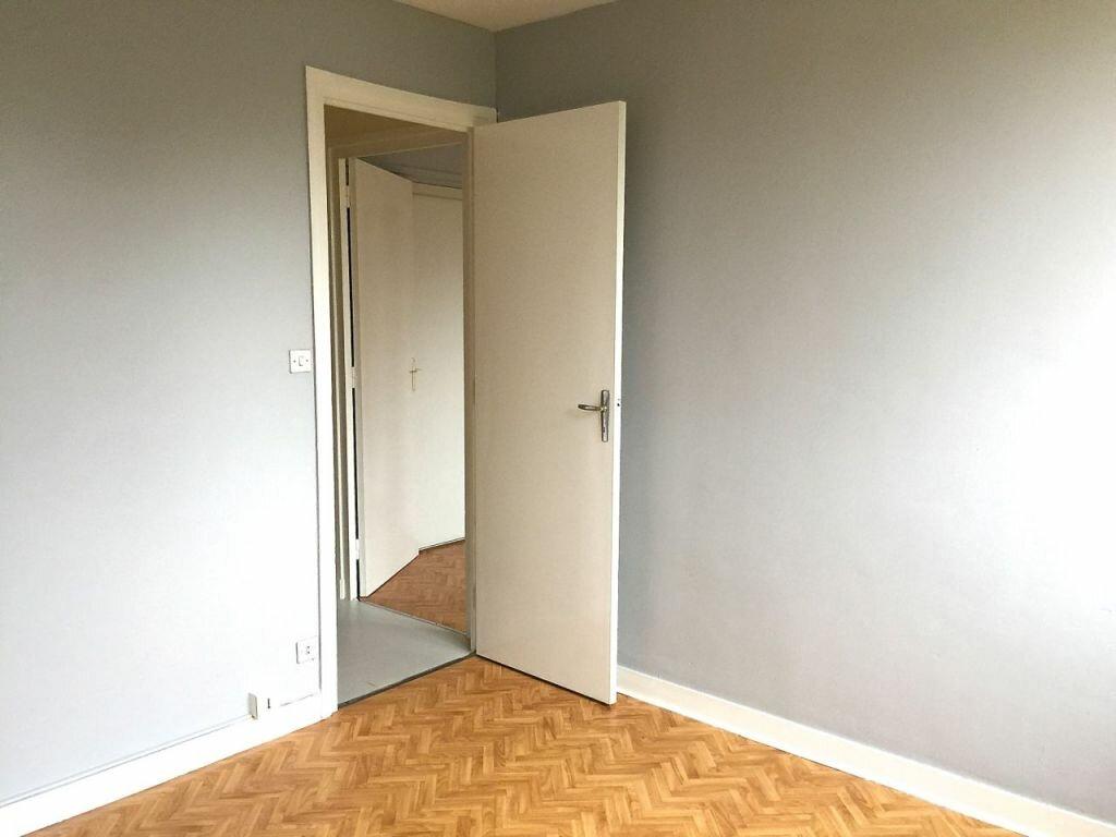 Appartement à louer 3 65m2 à Bron vignette-3