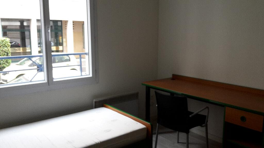 Appartement à louer 1 17m2 à Lyon 6 vignette-1