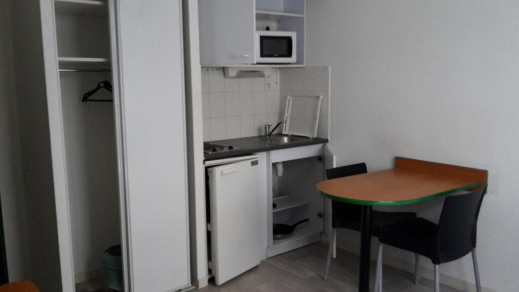 Appartement à louer 1 17m2 à Lyon 6 vignette-2