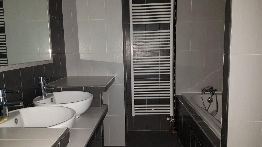 Appartement à louer 3 66m2 à Bron vignette-5