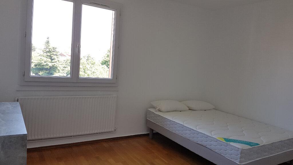 Appartement à louer 4 66.37m2 à Bron vignette-2