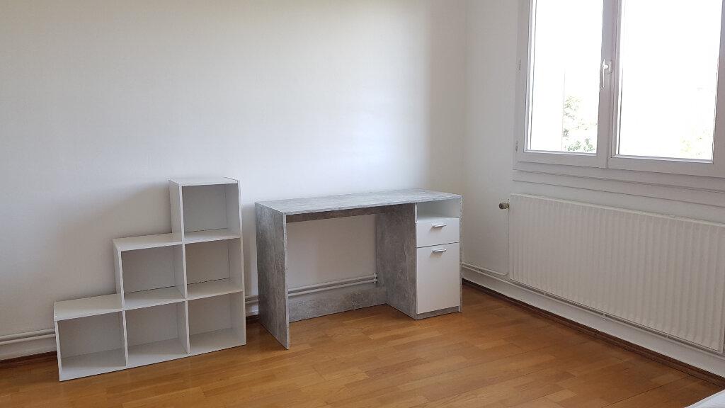Appartement à louer 4 66.37m2 à Bron vignette-3