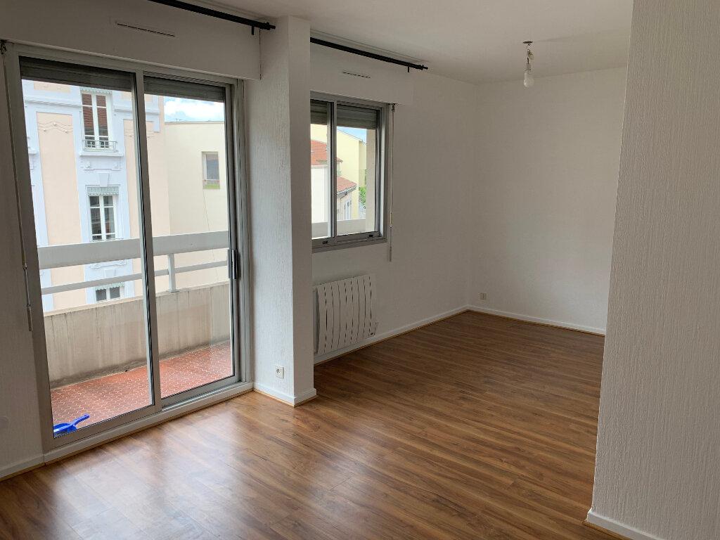 Appartement à louer 1 35m2 à Lyon 7 vignette-1