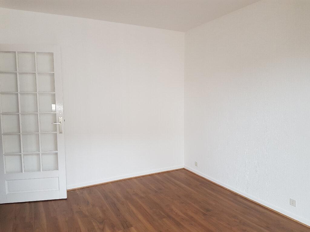 Appartement à louer 1 35m2 à Lyon 7 vignette-2