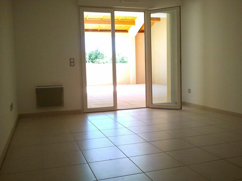Appartement à louer 2 41.9m2 à Grans vignette-2