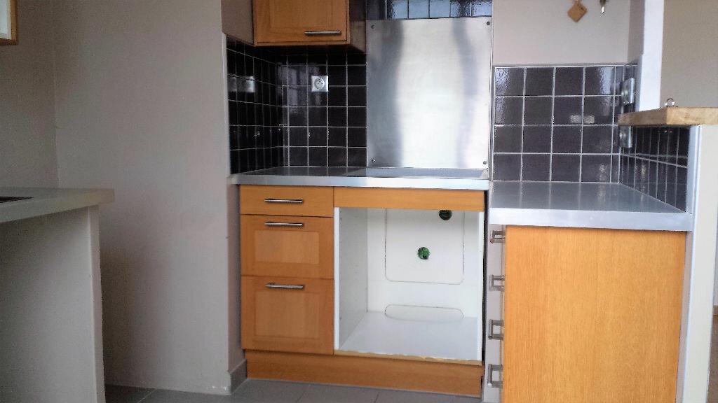 Appartement à louer 4 61.24m2 à Saint-Chamas vignette-1