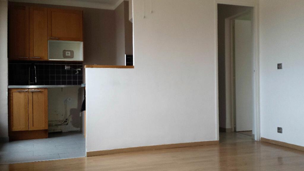 Appartement à louer 4 61.24m2 à Saint-Chamas vignette-2
