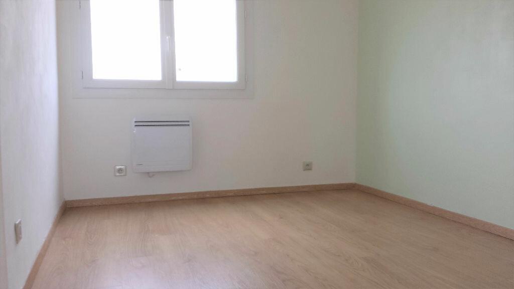 Appartement à louer 4 61.24m2 à Saint-Chamas vignette-6