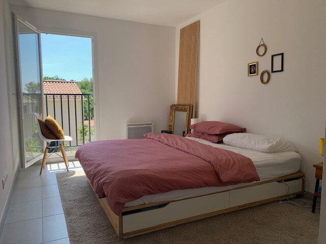 Appartement à louer 3 65.03m2 à Châteauneuf-le-Rouge vignette-3