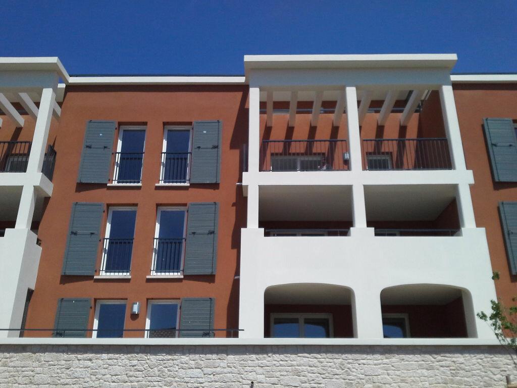 Appartement à louer 3 65.03m2 à Châteauneuf-le-Rouge vignette-7