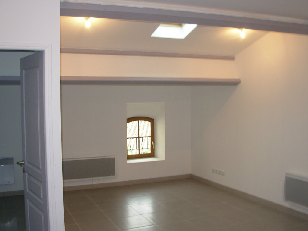 Appartement à louer 3 47.25m2 à La Fare-les-Oliviers vignette-2