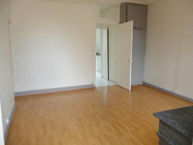 Appartement à louer 3 61.46m2 à Nancy vignette-3