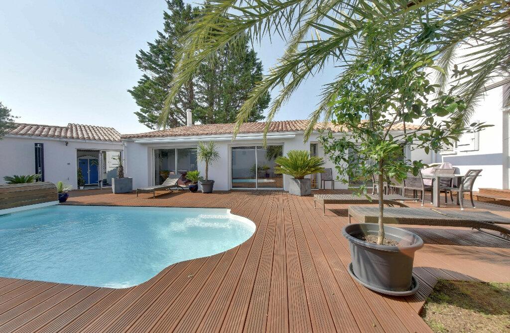 Maison à vendre 6 156m2 à Rivedoux-Plage vignette-1