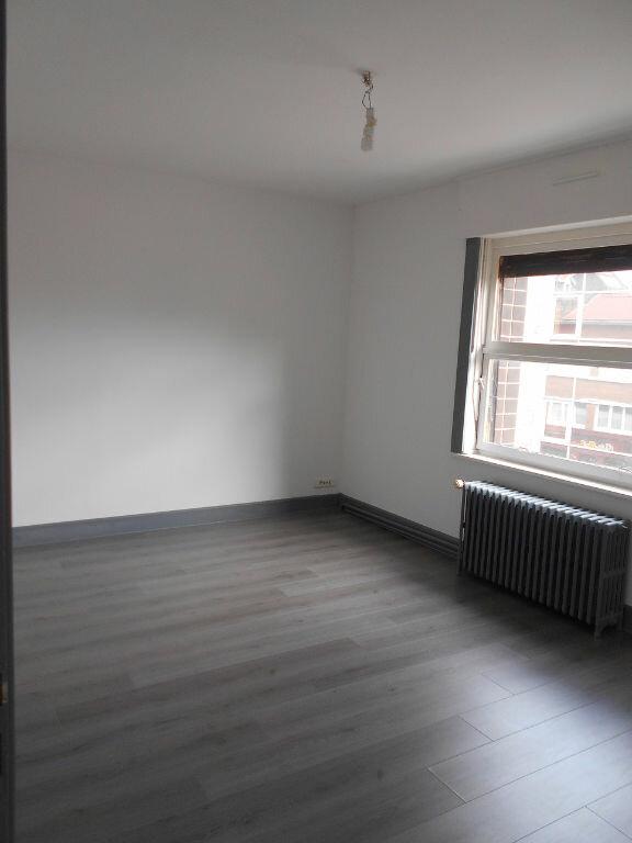Appartement à louer 3 75m2 à Béthune vignette-3