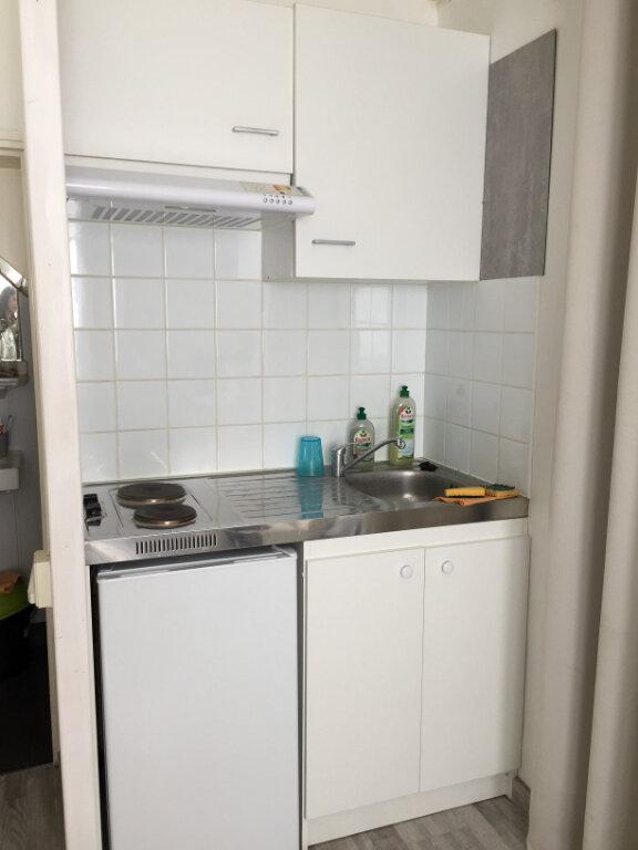 Appartement à louer 1 17m2 à Béthune vignette-2