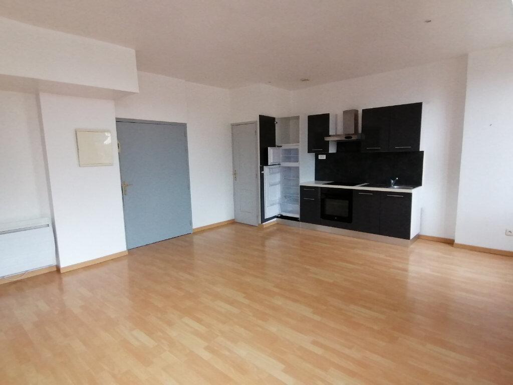 Appartement à louer 2 55m2 à Béthune vignette-2