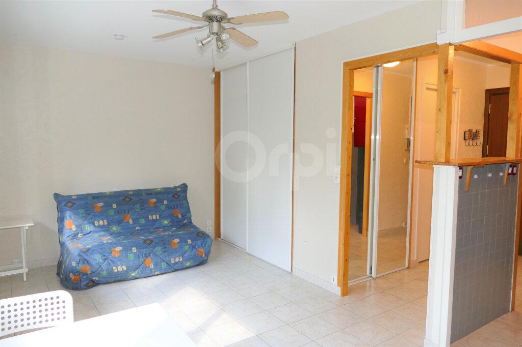Appartement à louer 1 28m2 à Chambéry vignette-2