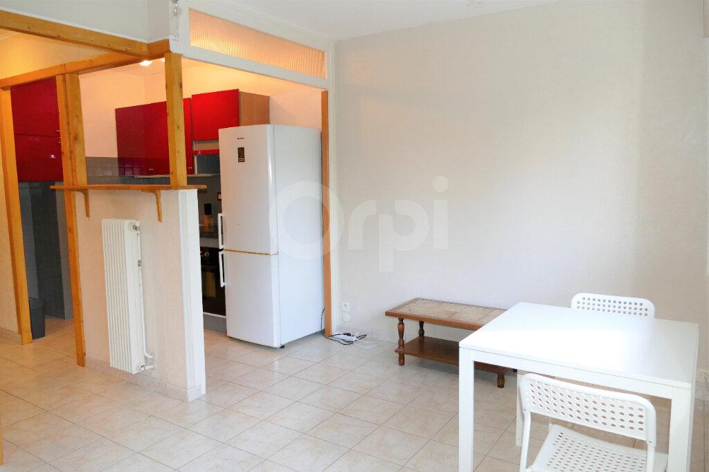 Appartement à louer 1 28m2 à Chambéry vignette-7