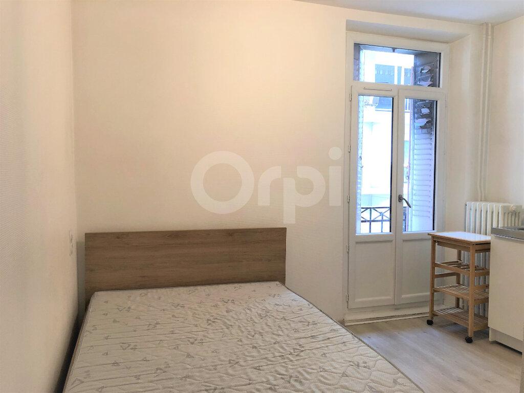 Appartement à louer 1 13.06m2 à Aix-les-Bains vignette-1