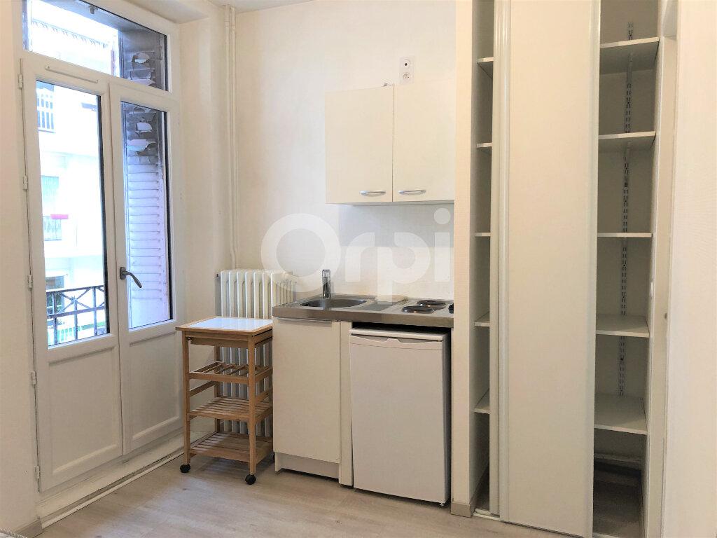 Appartement à louer 1 13.06m2 à Aix-les-Bains vignette-4