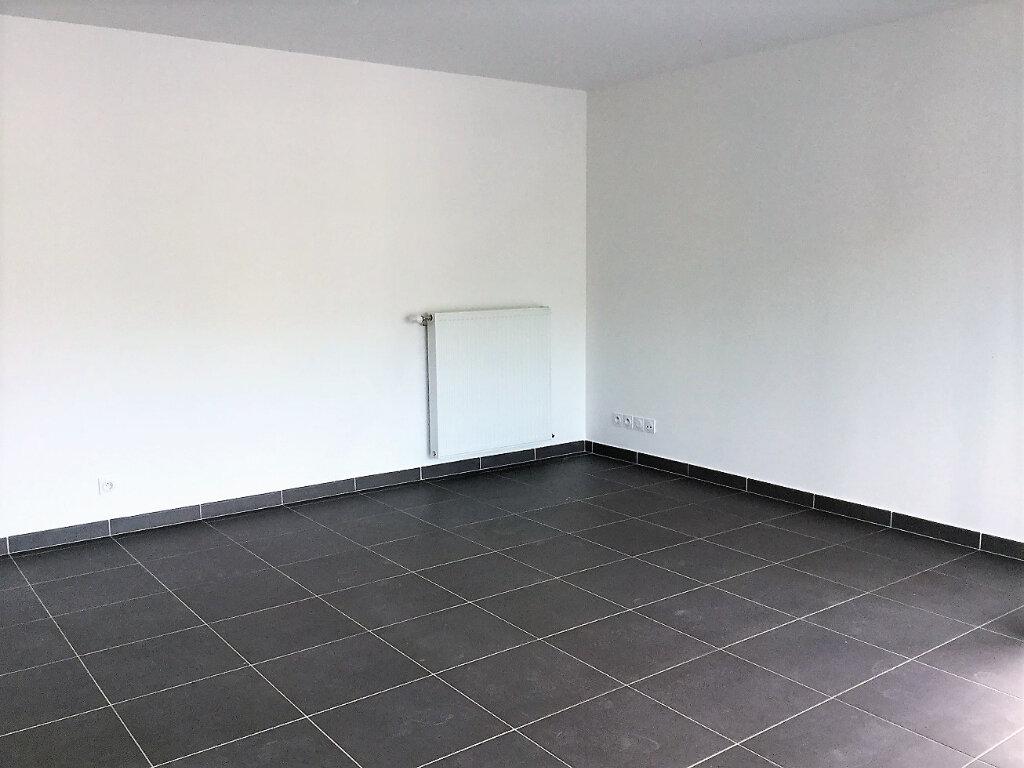 Appartement à louer 3 65.93m2 à Aix-les-Bains vignette-4