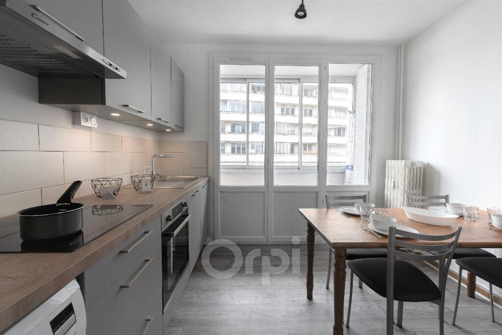 Appartement à louer 1 10.5m2 à Chambéry vignette-2