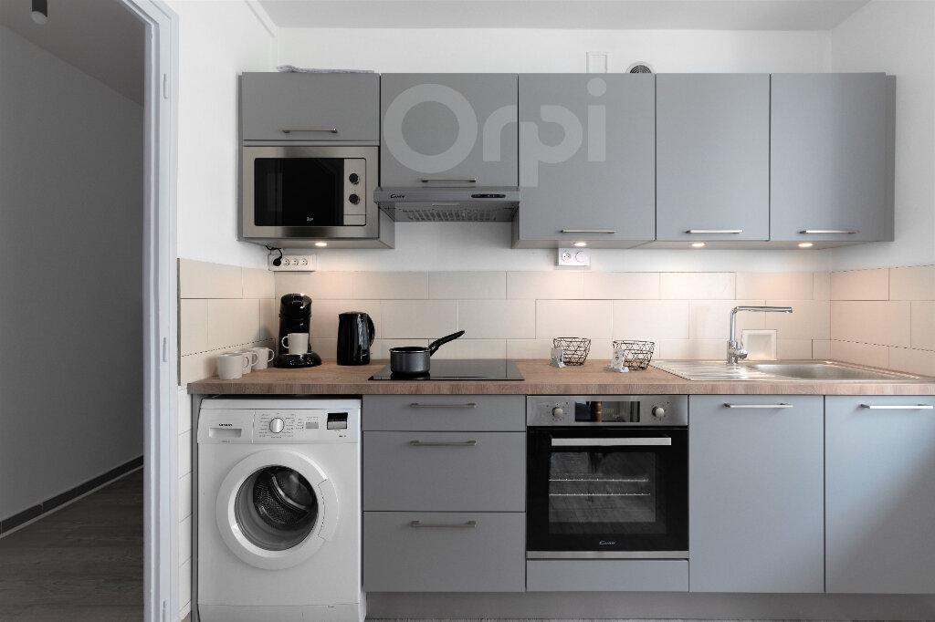Appartement à louer 1 10.5m2 à Chambéry vignette-3