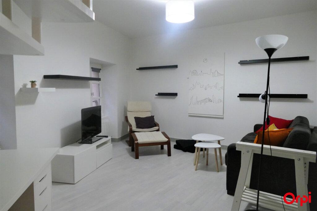 Appartement à louer 2 59m2 à Chambéry vignette-2