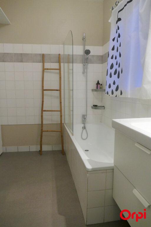 Appartement à louer 2 59m2 à Chambéry vignette-12