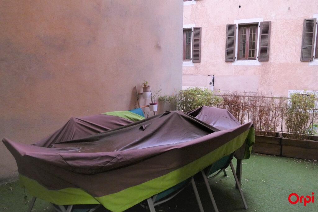 Appartement à louer 2 59m2 à Chambéry vignette-18
