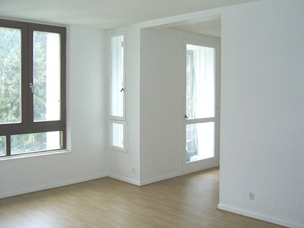 Appartement à louer 6 101m2 à Serémange-Erzange vignette-1