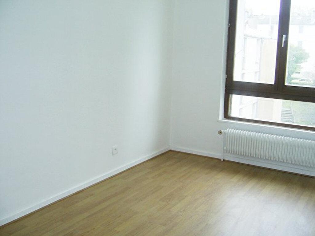 Appartement à louer 6 101m2 à Serémange-Erzange vignette-4