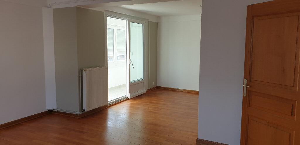 Appartement à louer 4 95m2 à Thionville vignette-2