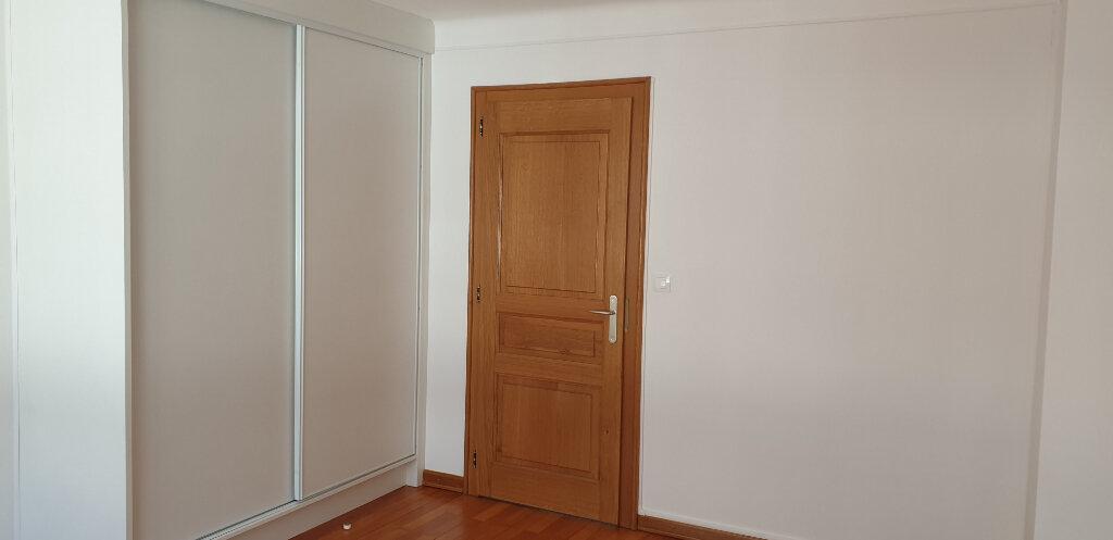 Appartement à louer 4 95m2 à Thionville vignette-4