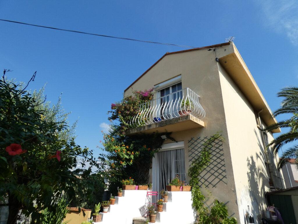 Maison à vendre 4 105m2 à Perpignan vignette-4